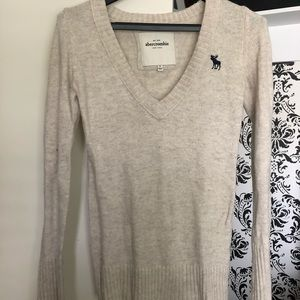 V-neck cream colored Abercrombie sweater